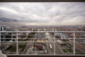 Investir dans la plus belle vue de Bruxelles. Up-site vous offre des appartements de haut standing avec conciergerie, salle de cinéma, wellness, restaurants